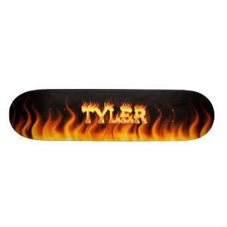 Fuego del monopatín de Tyler y diseño de las llama