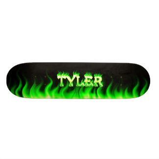 Fuego del verde del monopatín de Tyler y diseño de