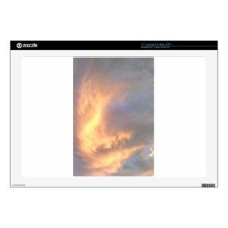 Fuego en la piel del cielo portátil 43,2cm skins