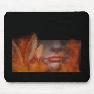 Fuego natural Mousepad de la flor de la mujer