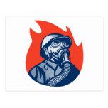fuego que lucha del bombero del bombero retro postal