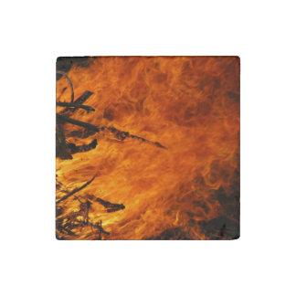 Fuego que rabia imán de piedra