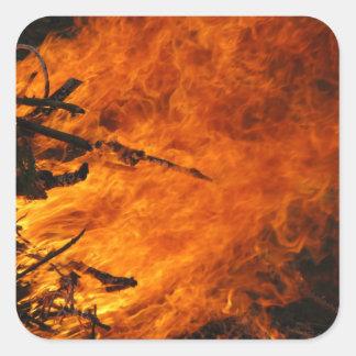 Fuego que rabia pegatinas cuadradas