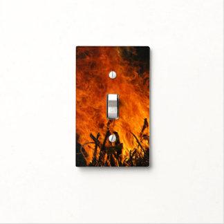 Fuego que rabia placa para interruptor