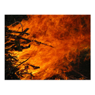 Fuego que rabia tarjetas postales