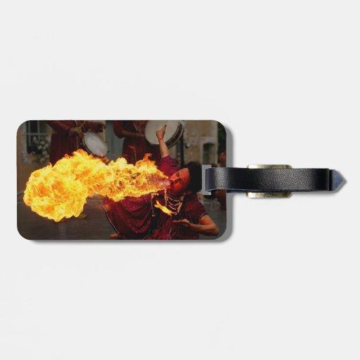 Fuego que respira etiquetas para maletas