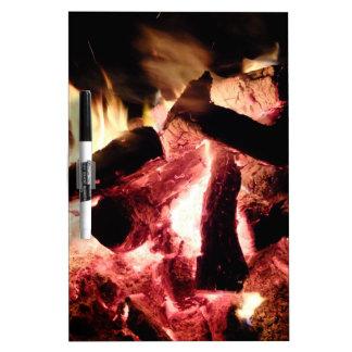 Fuego y ascuas tablero blanco