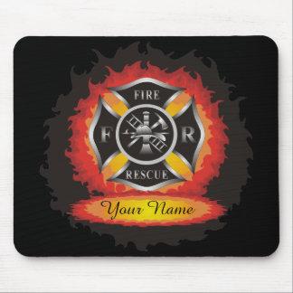 Fuego y bombero de las llamas del rescate tapete de ratón