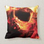 Fuego y carbones almohadas