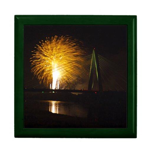 Fuegos artificiales Christopher S. Bond Bridge Kan Joyero Cuadrado Grande
