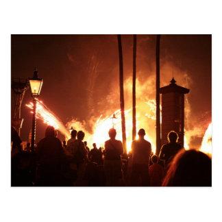 fuegos artificiales con la sombra constructiva de tarjeta postal