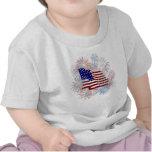 Fuegos artificiales de la bandera americana del camiseta