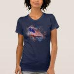 Fuegos artificiales de la bandera americana del t-shirt