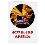 Fuegos artificiales de la bandera americana y del  felicitaciones