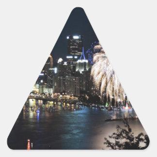 Fuegos artificiales de Pittsburgh Pegatina Triangular