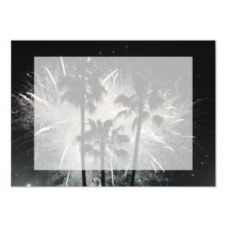 """Fuegos artificiales detrás de las palmeras invitación 5"""" x 7"""""""