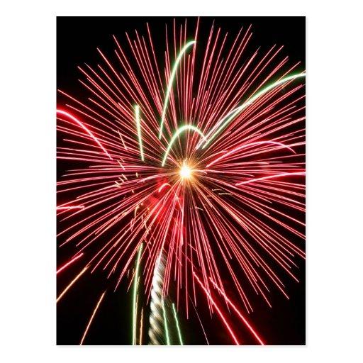 Fuegos artificiales en el cuarto tarjeta postal