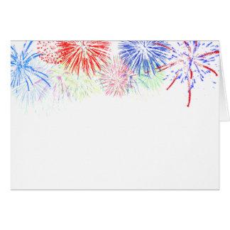 Fuegos artificiales en espacio en blanco (añada el tarjeta de felicitación