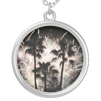 fuegos artificiales en la palma trees.jpg collar plateado