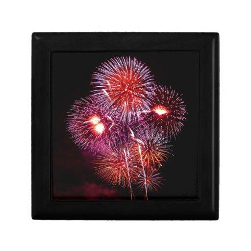Fuegos artificiales patrióticos de los regalos del caja de recuerdo