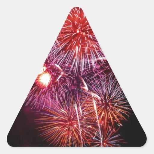 Fuegos artificiales patrióticos de los regalos del calcomanía trianguloada