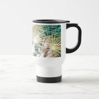 Fuegos artificiales plumosos taza de café