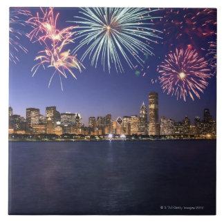 Fuegos artificiales sobre el horizonte 2 de Chicag Azulejo Cuadrado Grande