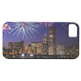 Fuegos artificiales sobre el horizonte de Chicago iPhone 5 Carcasa