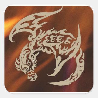 Fuegos de los pegatinas del dragón de vuelo de la pegatina cuadrada