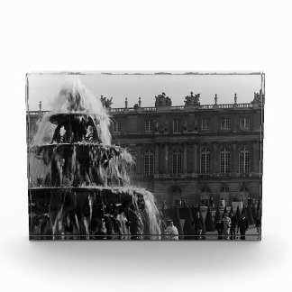 Fuente 1970 de la pirámide de Versalles del