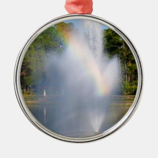 Fuente de agua de la charca con el arco iris adorno redondo plateado