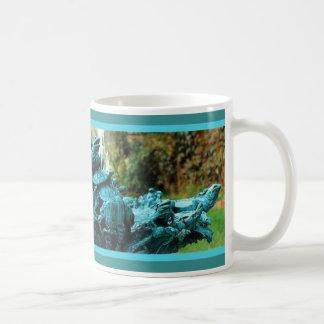 Fuente de bronce de las iguanas por Sharles Tazas De Café
