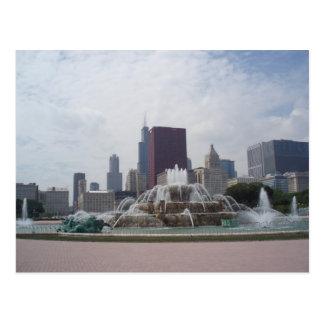 Fuente de Buckingham y horizonte de Chicago Tarjeta Postal