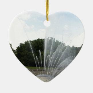 Fuente del centro de la ciencia de Seattle Adorno Navideño De Cerámica En Forma De Corazón