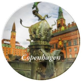 Fuente del dragón en Copenhague Platos De Cerámica