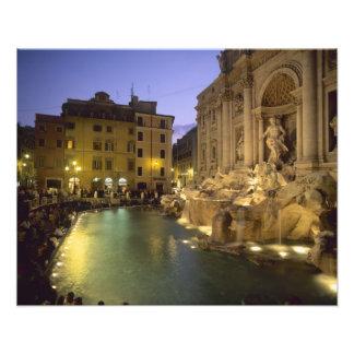 Fuente en la noche, Roma, Lazio, Italia del Trevi Impresión Fotográfica
