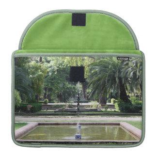 Fuente en Parque de María Luisa, Sevilla Funda Para Macbooks