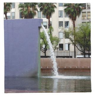 Fuente púrpura del acueducto servilletas