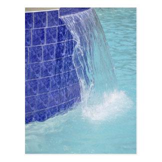 fuente tejada azul de la piscina postales