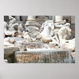 Fuente Tritón del Trevi y caballo en Roma, Italia Póster