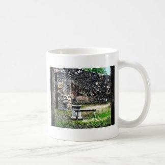 Fuente y banco del mármol del patio de Pompeya Taza De Café