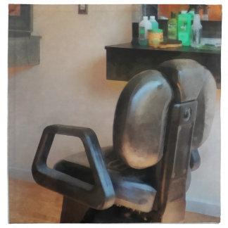 Fuentes de la silla y del pelo de peluquero servilletas de papel