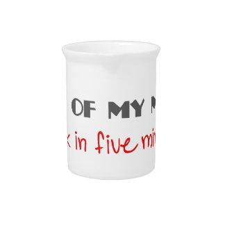 Fuera de mi mente, trasera en 5 minutos jarras de beber