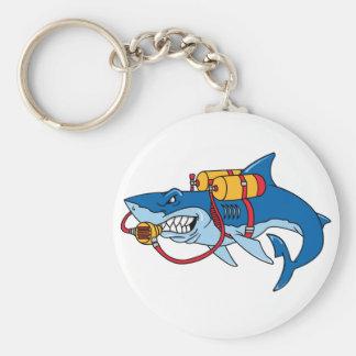 Fuera de tiburón del agua llavero redondo tipo pin