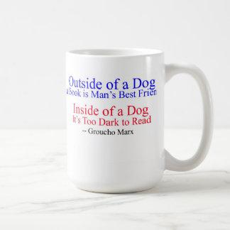 Fuera de un perro, gran cita de Groucho Marx Tazas