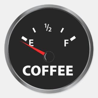 Fuera del indicador de la gasolina del café etiqueta redonda