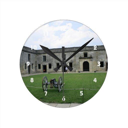 Fuerte Castillo de San Marcos II de St Augustine Reloj Redondo Mediano