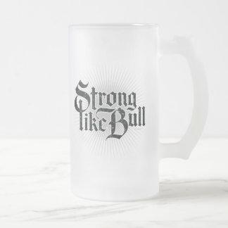Fuerte como la taza de cerveza de Bull