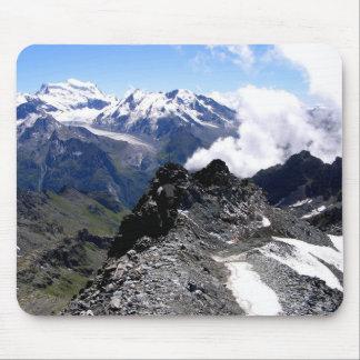 Fuerte de Mont con las montañas y los glaciares Tapetes De Ratones