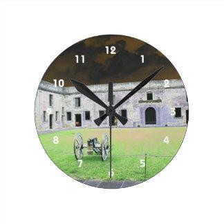 Fuerte de St Augustine que solarized Reloj De Pared